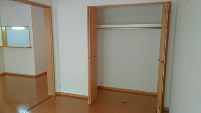 フォレスタ 01010号室の収納
