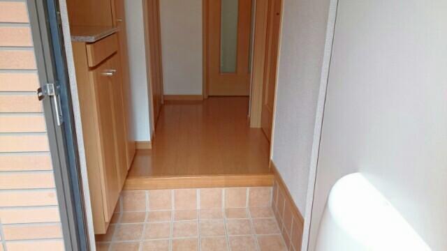 フォレスタ 01010号室の玄関