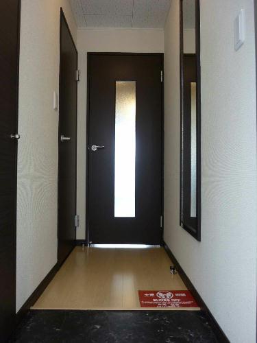 レオネクストリュミエール 204号室の玄関