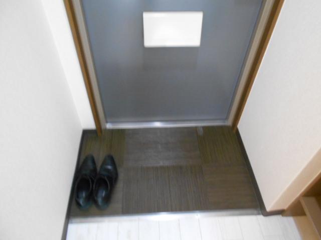 フラッツ太秦 206号室の玄関