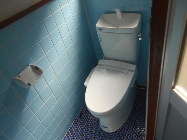 太秦安井貸家のトイレ