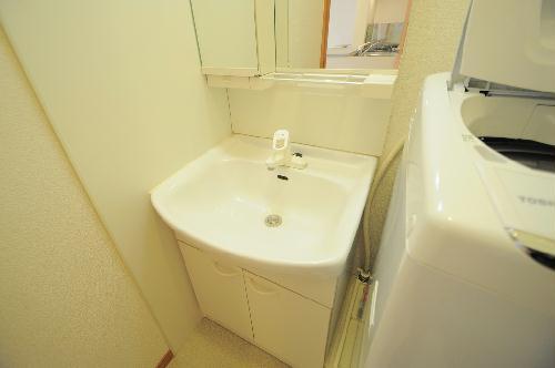 レオパレス罧原 201号室の洗面所