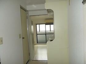 メゾン・ド・パンドール 0106号室のリビング