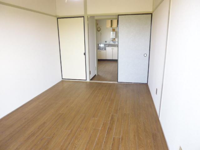 離宮ガーデンハイツ 206号室の居室