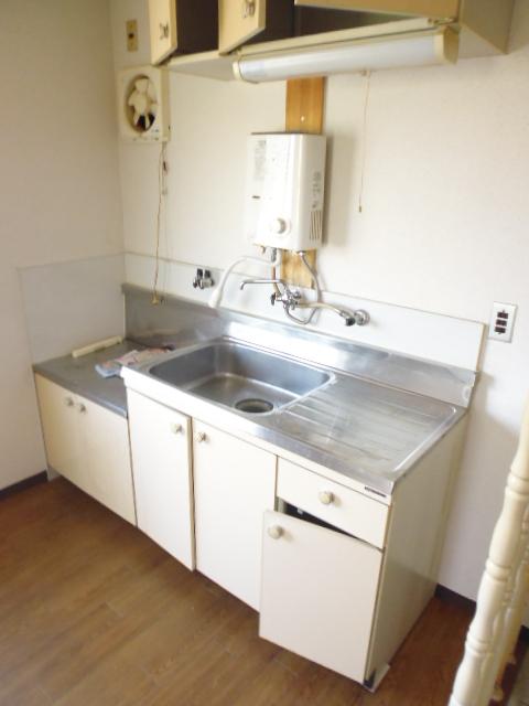離宮ガーデンハイツ 206号室のキッチン