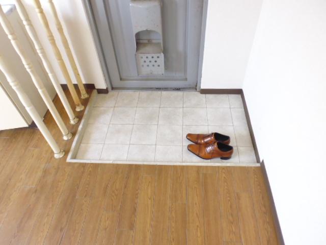 離宮ガーデンハイツ 206号室の玄関