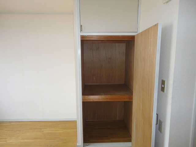 ハイツジュン 202号室の玄関