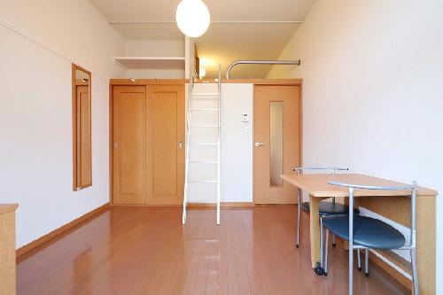レオパレスアムール 206号室のリビング