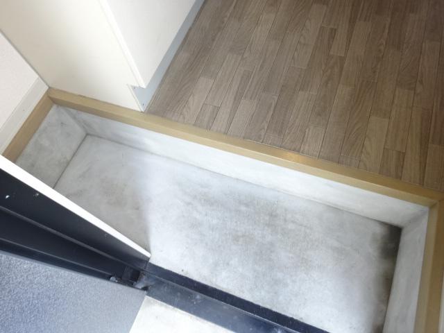 ポルコスピーノK 201号室の玄関