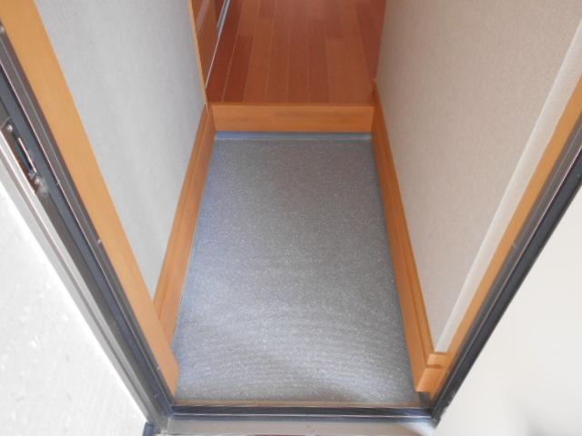 メゾン朝月 205号室の玄関