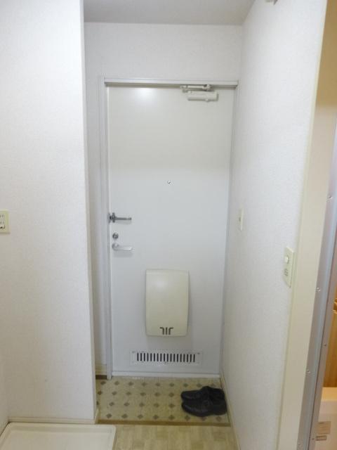 フレグランス井上 202号室の玄関