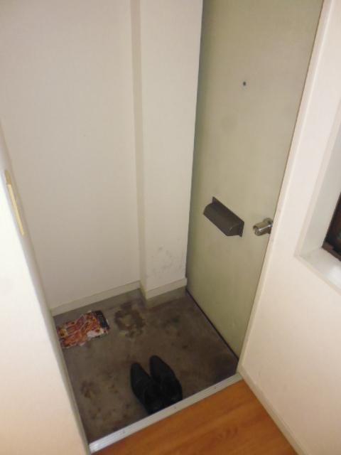 ハイツジュン 301号室の玄関