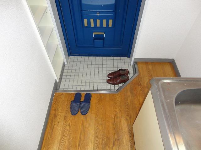 EXE'88 302号室の玄関