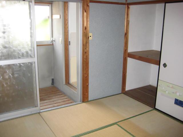 藤栄荘 2F10号室のリビング