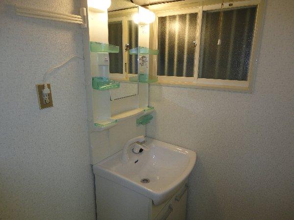 御陵北山町貸家の洗面所