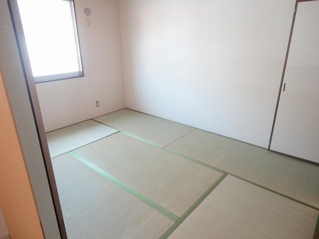 プレジールK 105号室の居室