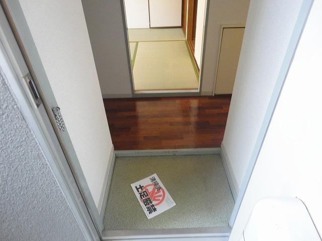 プレジールK 105号室の玄関