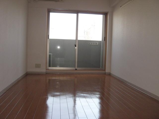ソーシア桂 105号室の居室