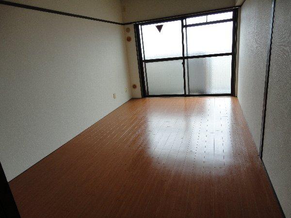 エバーグリーン嵐山 405号室の居室