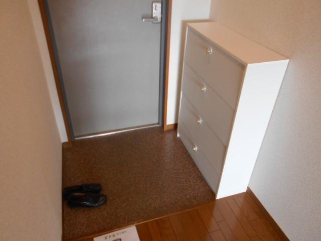 ファミールさわだ 402号室の玄関