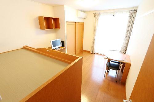 レオパレスウエスタン 102号室のベッドルーム