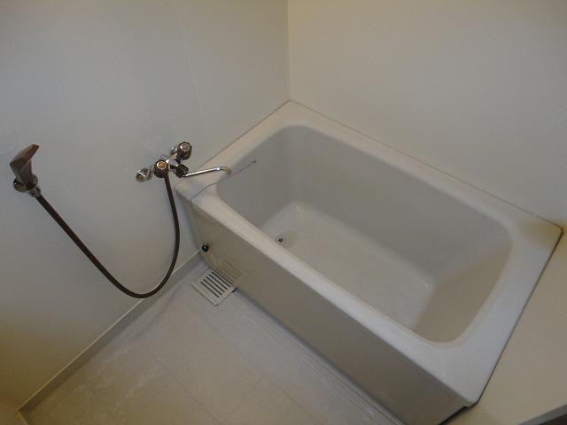 ヴェルデ三番館 103号室の洗面所