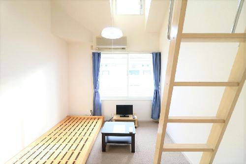 レオパレス西陣B 105号室のリビング