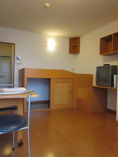 レオパレスアルモニ1番館 107号室のリビング