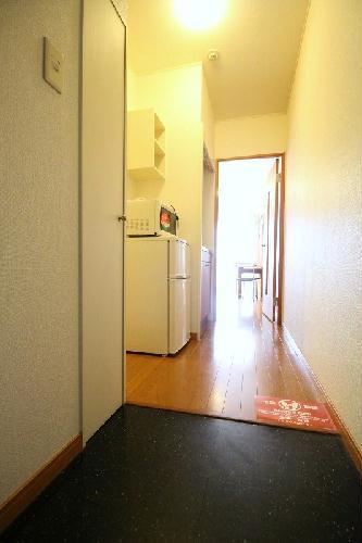 レオパレスヤングフォレストB 202号室の玄関