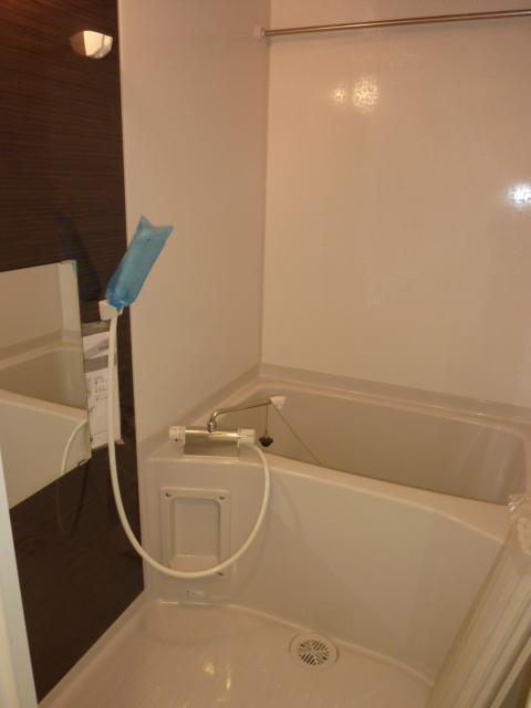 伊藤レジデンス 201号室の風呂