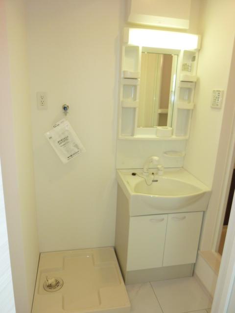 伊藤レジデンス 201号室の洗面所