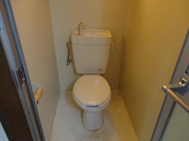 ハウスハクラクⅡ 202号室のトイレ