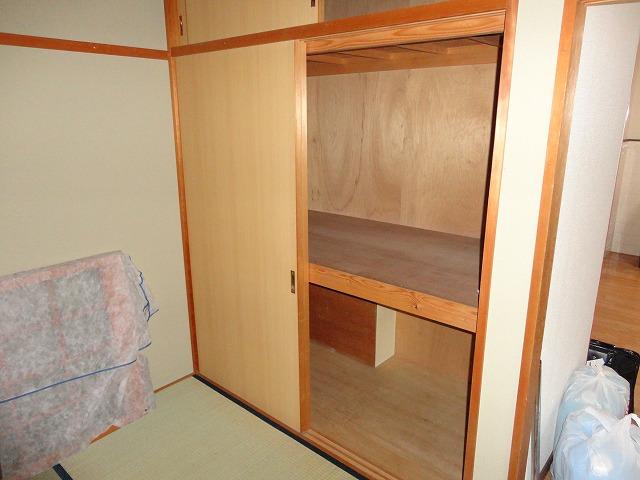ハウスハクラクⅡ 202号室の収納