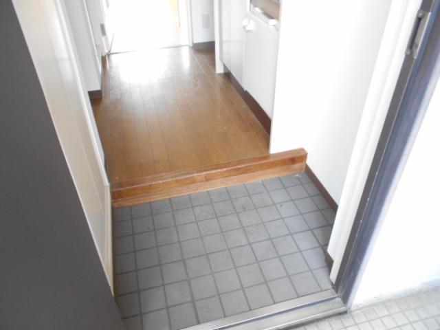 パラドール西院・パートⅡ 203号室の玄関