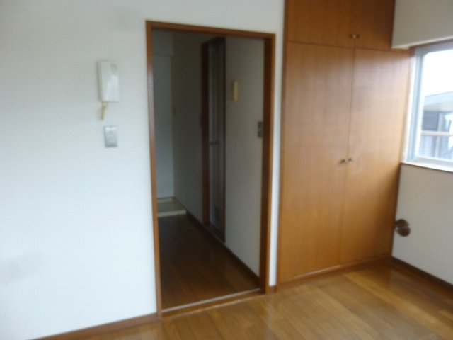 シャンテ相模台B棟 302号室の居室