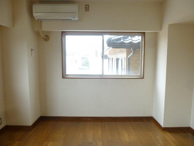 シャンテ相模台B棟 302号室のリビング