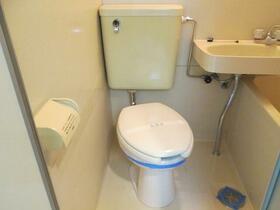 プレアール枚方公園 201号室のトイレ