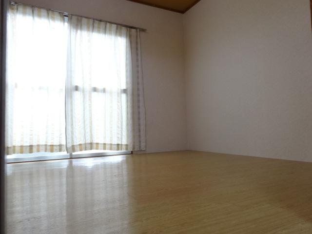 ハイメント桂 105号室の居室
