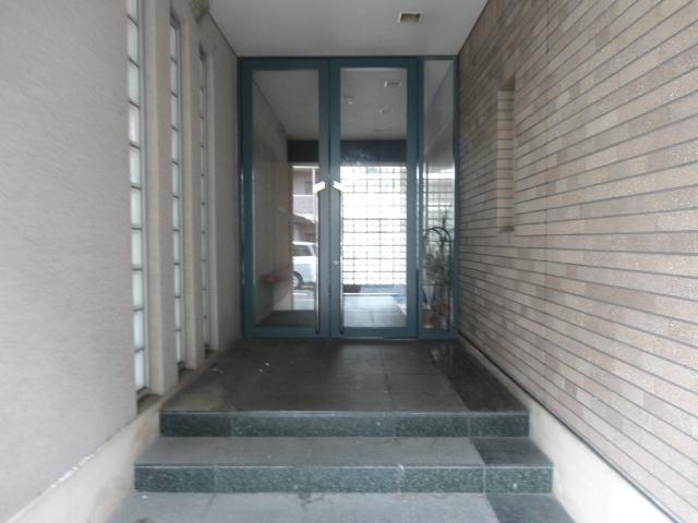 ランブラス桂水築町 108号室のエントランス