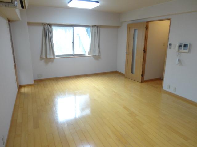 ランブラス桂水築町 108号室のリビング