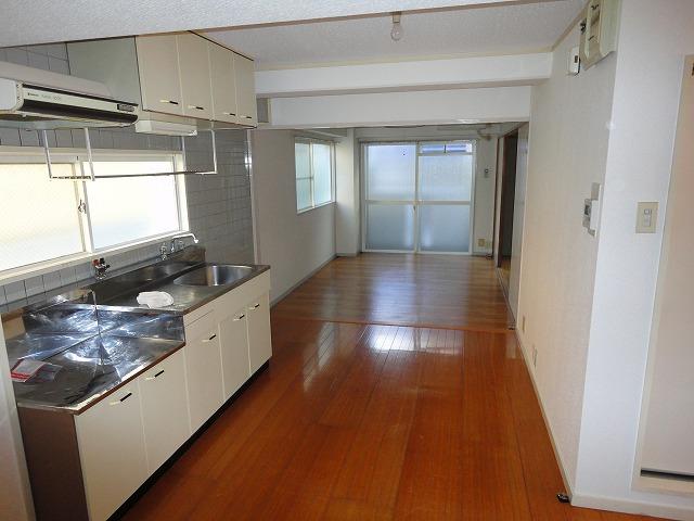 アクティハイム壱番館 103号室のキッチン
