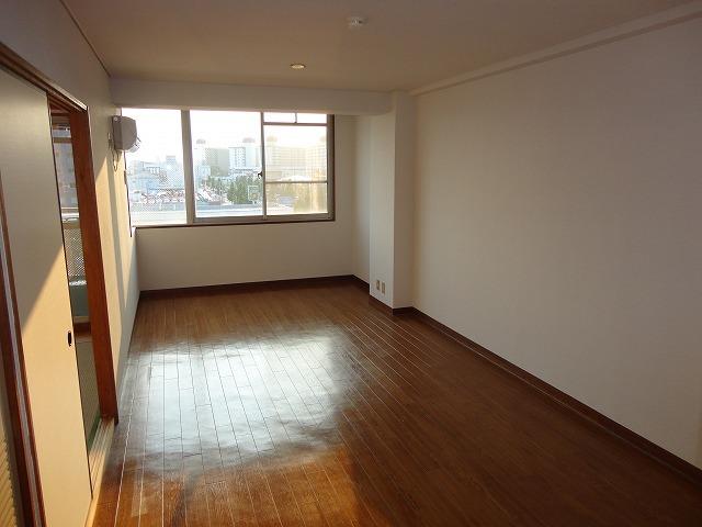レトロマンションⅣ 202号室のリビング