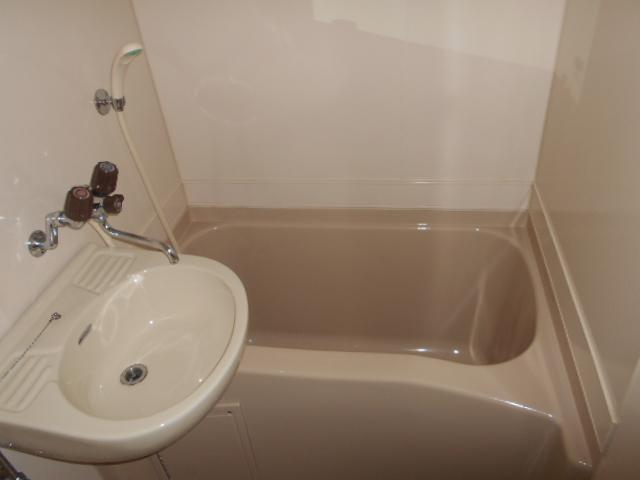 グランディール嵯峨 107号室の風呂