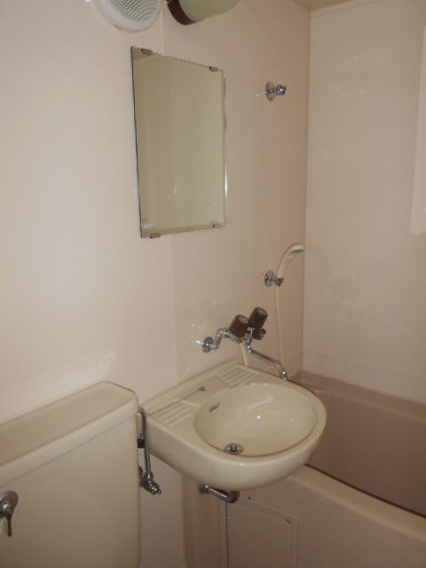 グランディール嵯峨 107号室の洗面所