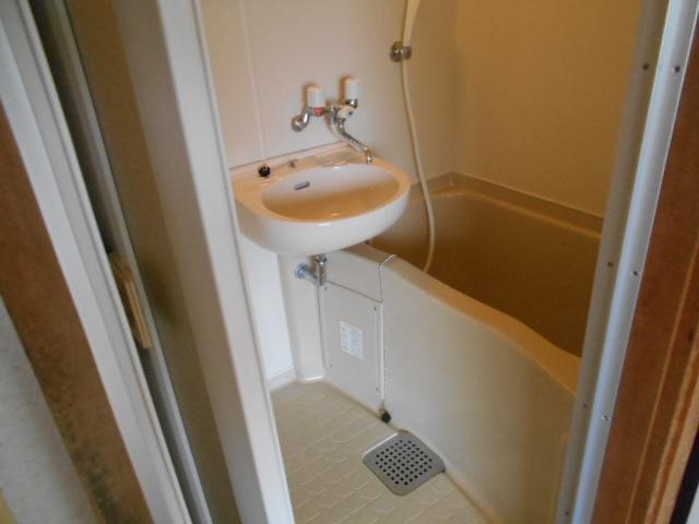 岡部マンション 205号室の風呂