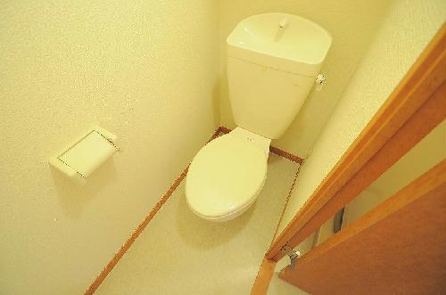 レオパレスモンフレール 201号室のトイレ