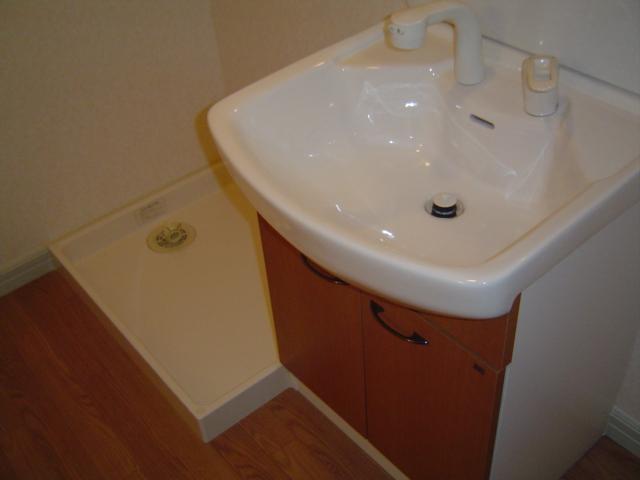 津田くにみ谷'08 103号室の洗面所