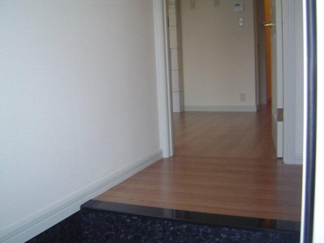津田くにみ谷'08 103号室の玄関