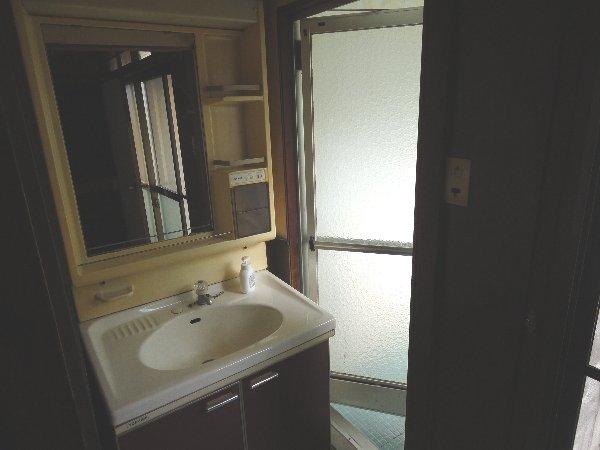 上豆田町貸家の洗面所