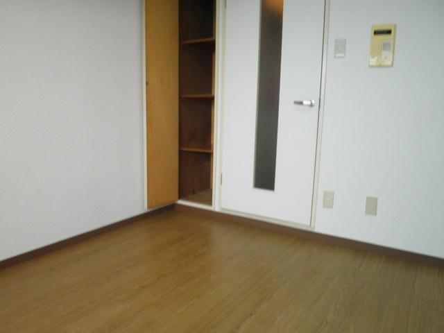 ラフォーレ助松 4B号室のベッドルーム